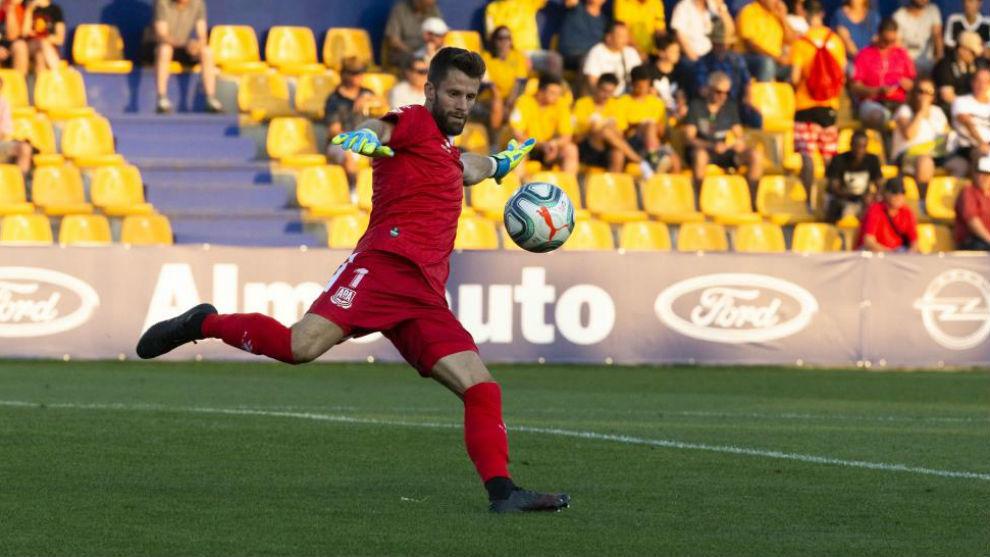 El Alcorcón, con la portería en cuadro frente al Málaga - MARCA.com