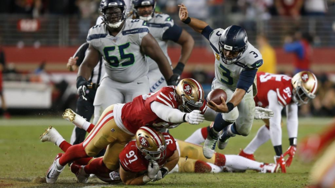 Russell Wilson contra los 49ers