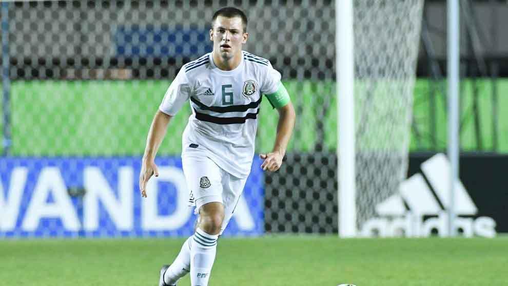 Eugenio Pizzuto durante el juego ante Corea del Sur