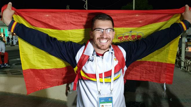 Héctor Cabrera, feliz tras proclamarse subcampeón mundial en Dubai.