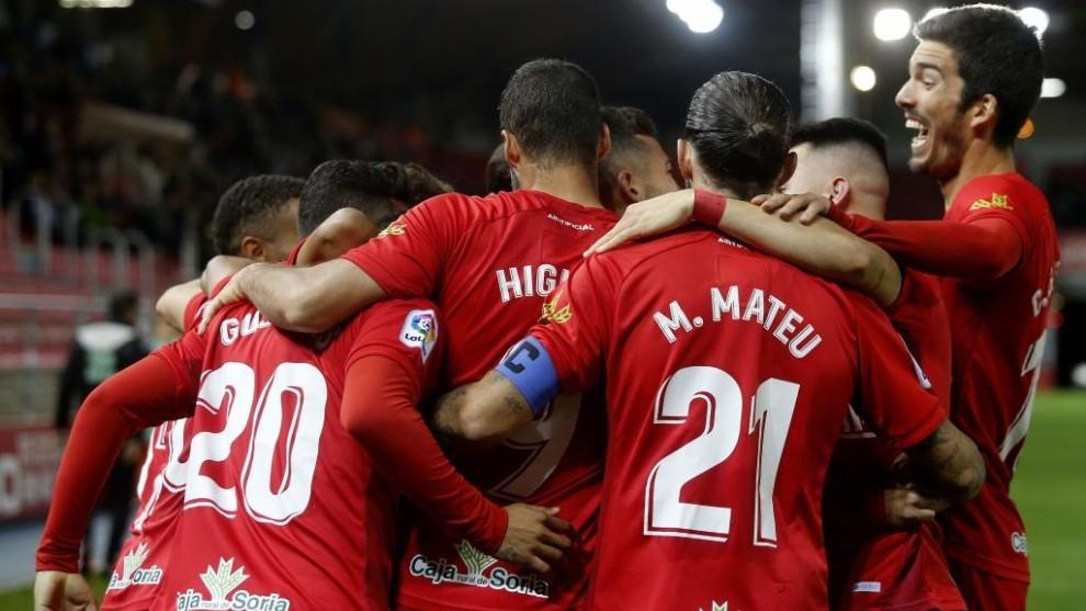 Los jugadores del Numancia celebra un gol ante el Lugo.