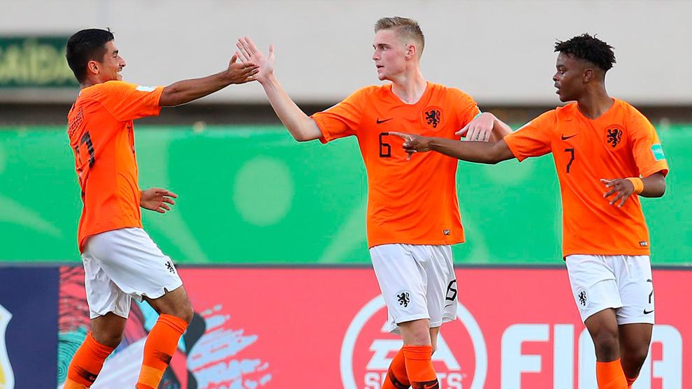 Holanda arrancó el Mundial de Brasil con dos derrotas.