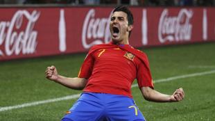 David Villa celebra un gol con España.