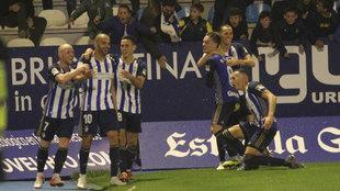 Jugadores de la Ponferradina celebran un gol contra el Málaga.