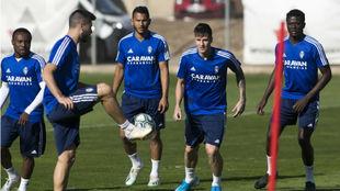 Vigaray, durante un entrenamiento junto a Igbekeme, Suárez, Bikoro y...