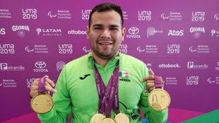 Diego López presumen sus medallas de Lima 2019