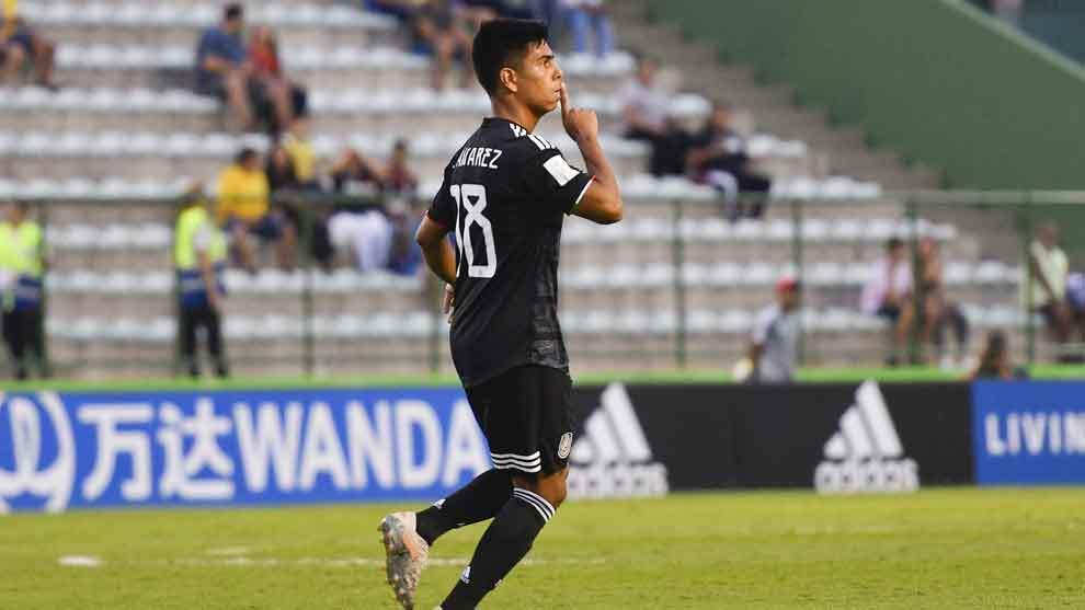 Efrain Álvarez festeja el gol del empate
