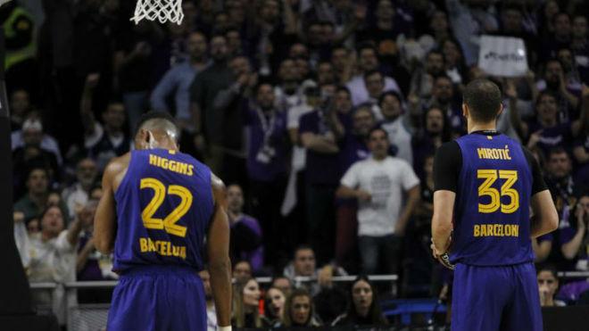 Higgins y Mirotic durante el Madrid vs Barça de la Euroliga