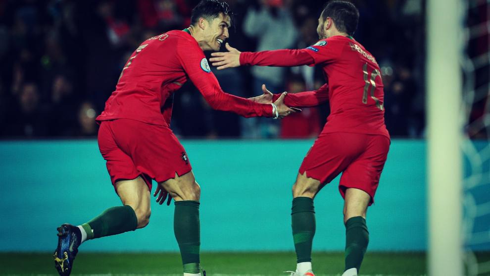Cristiano Ronaldo celebra uno de los goles marcados en el Portugal -...