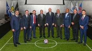 Los presidentes de los equipos de fútbol reunidos hoy en la sede de...