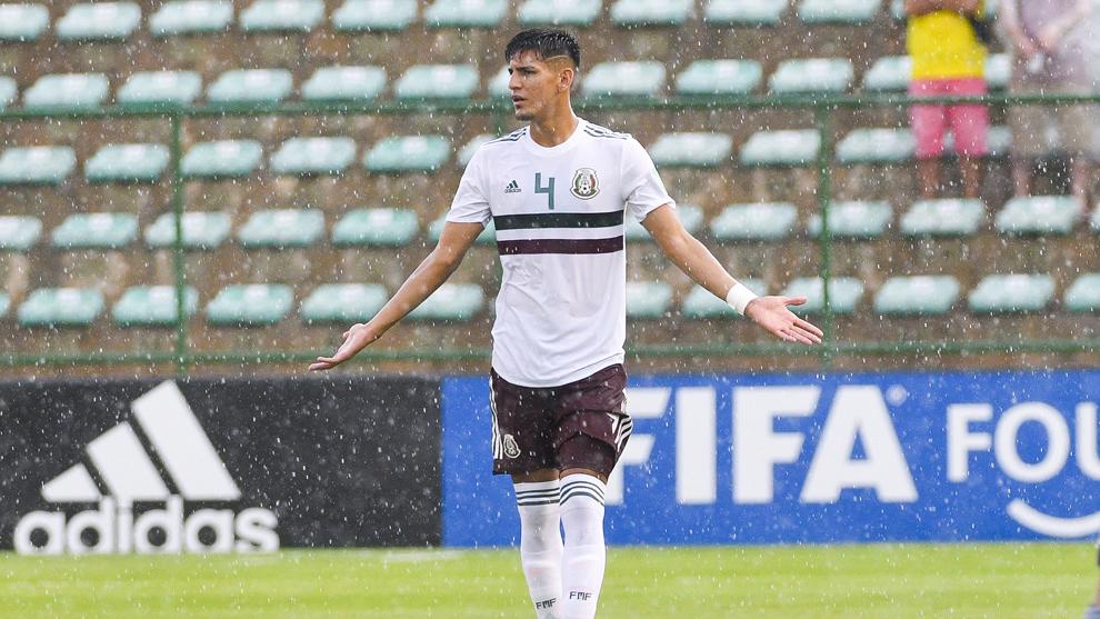Alejandro Gómez anotó uno de los penaltis con los que México...