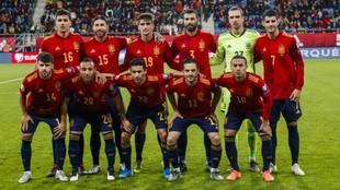 Once titular de España en el partido ante Malta.