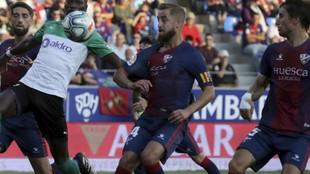 Pulido, con el brazalete de capitán del Huesca