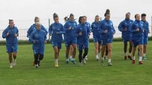 Las jugadoras de la UD Granadilla Tenerife, en un entrenamiento.