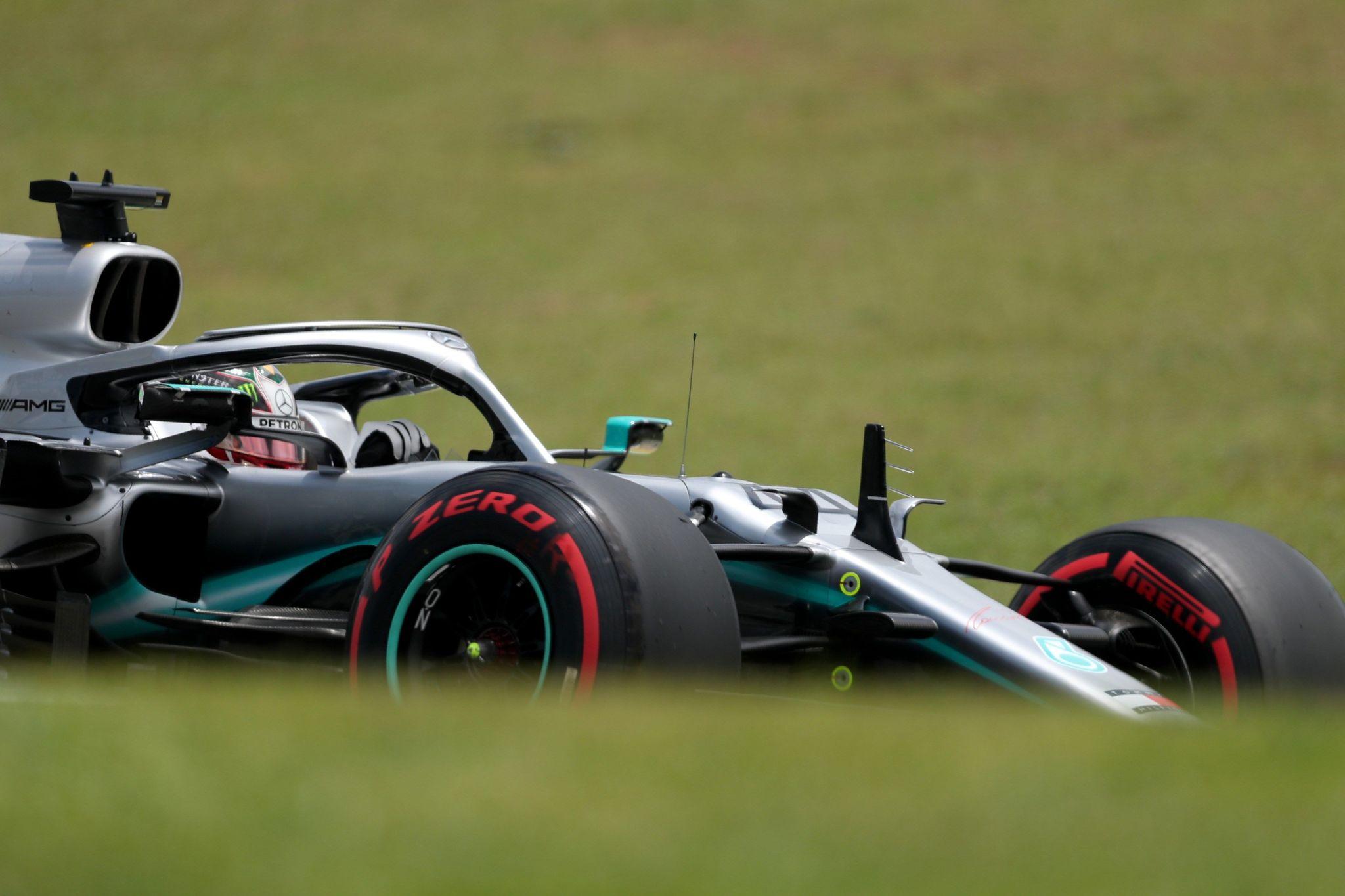 AME5686. SAO PAULO (BRASIL), 16/11/2019.- El inglés Lewis <HIT>Hamilton</HIT> (Mercedes), hexacampeón del mundo, corre este sábado durante el tercer entrenamiento libre para el Gran Premio de Brasil, en Sao Paulo (Brasil). El Gran Premio de Brasil, penúltima prueba del Mundial de Fórmula Uno, se correrá este domingo en el circuito de Interlagos de Sao Paulo. EFE/ Fernando Bizerra Jr