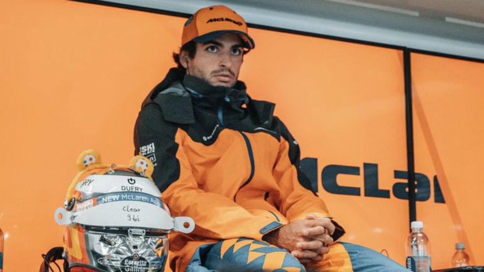 Carlos Sainz, en el box de McLaren.