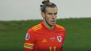 Bale, con Gales en Bakú.