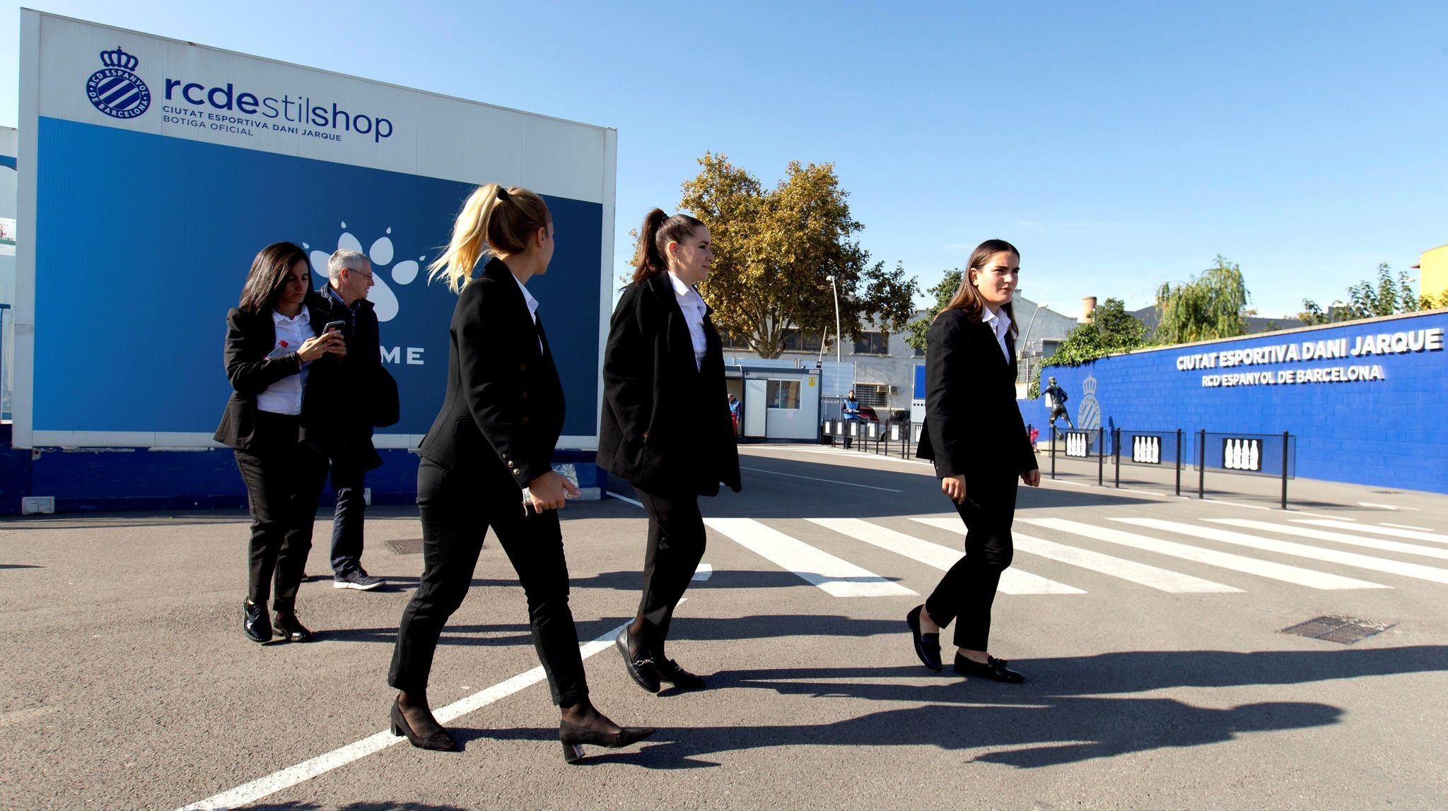 El grupo arbitral del partido entre el Espanyol y el Granadilla de...