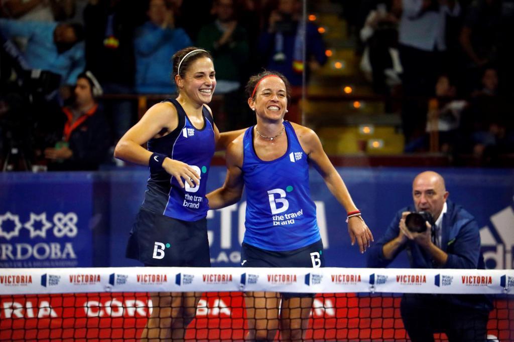 Elisabet Amatriaín y Patricia Llaguno tras ganar a las Alayeto.