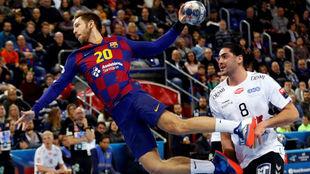 Aleix Gómez lanza en un contragolpe del Barcelona /