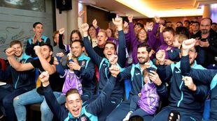 Los jugadores del CD Becerril celebran su emparejamiento con la Real.