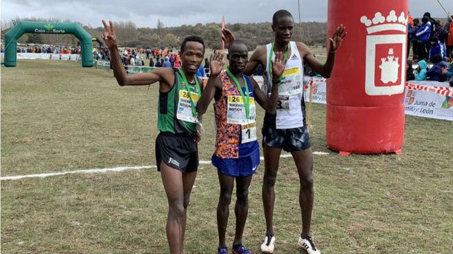 Rotich, Ndikumwenayo y Chemutai, en meta.