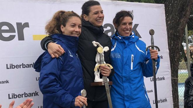Irene Sánchez Escribano, Carolina Robles y Lucia Morales, en el podio...