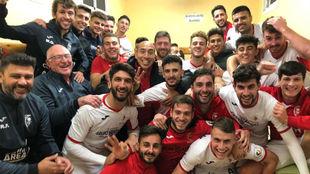 Los jugadores del Antoniano, tras un triunfo.