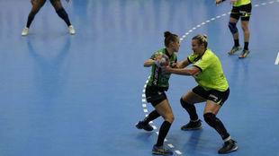 Un momento del partido entre el Magura Cisnadie y el Rocasa /