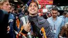 Sainz, con su trofeo de tercero en Brasil