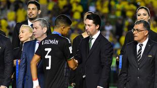 Yon de Luisa saludó a los jugadores tras el partido.