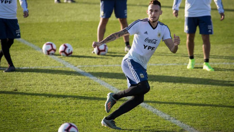 Ocampos, en un entrenamiento con Argentina.