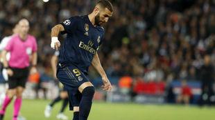 Benzema, con el Madrid esta temporada en el partido ante el PSG en...