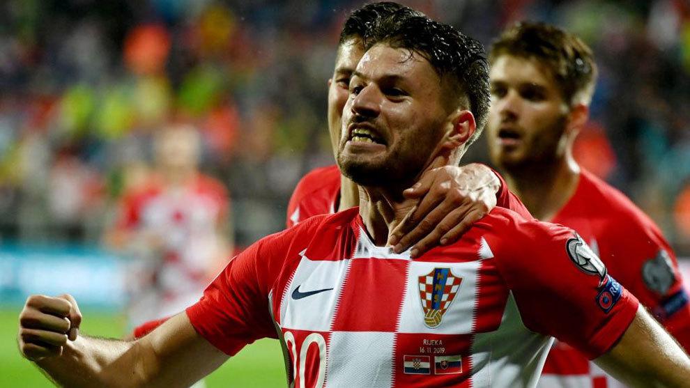 Petkovic celebra su tanto a Eslovaquia.