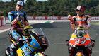 Álex y Marc Márquez, en la foto de los campeones de ayer domingo en...