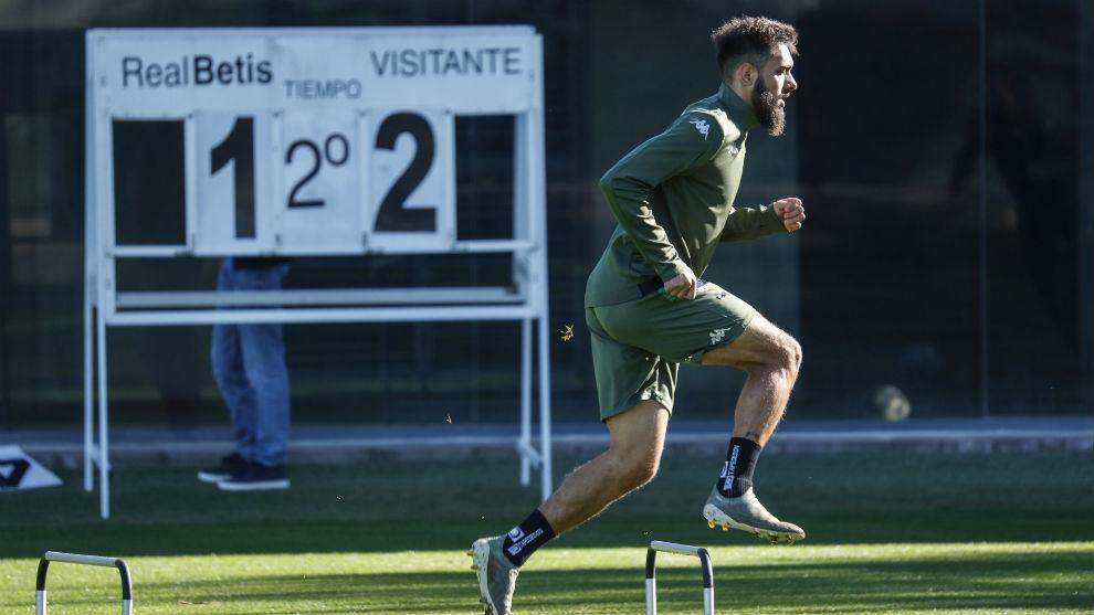 Borja Iglesias, entrenándose