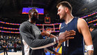 LeBron James y Luka Doncic durante su último enfrentamiento