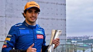 Carlos Sainz celebra su tercer puesto en Brasil.
