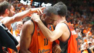 Will Thomas celebra una canasta en su etapa en el Valencia Basket