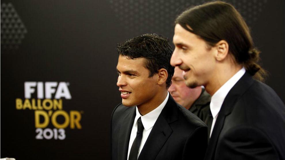 Ibrahimovic, con Thiago Silva.
