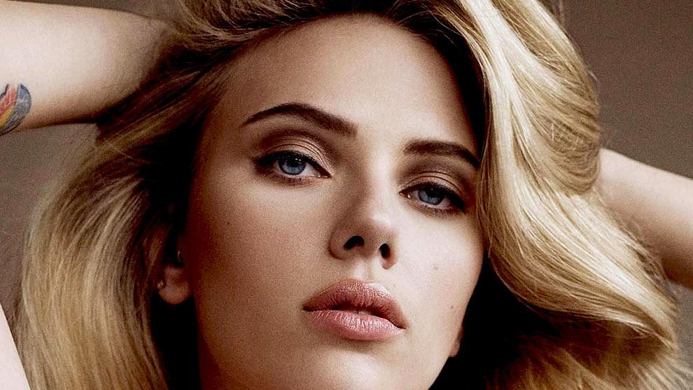 Scarlett Johansson criticada por tener 'barriga' en una foto en bikini