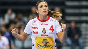 Carmen Martín, en un partido con el equipo nacional de balonmano...