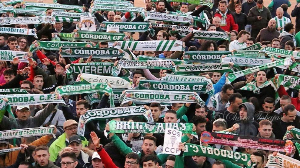 Aficionados del Córdoba apoyan al equipo