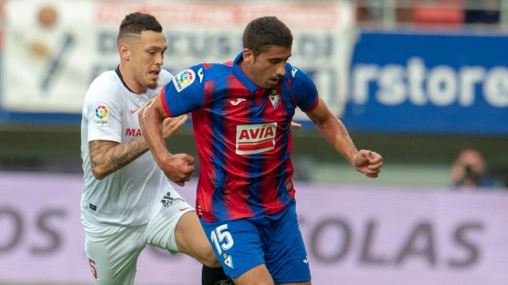 José Ángel en un partido frente al Sevilla