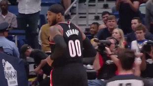 Carmelo Anthony tras anotar su primera canasta con los Blazers