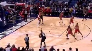 Momento del primer triple de Carmelo Anthony con los Blazers