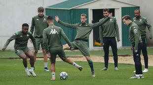 Varios jugadores, en el entrenamiento de este miércoles.