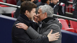 Pochettino y Mourinho se saludan antes de un Tottenham-United en 2018.