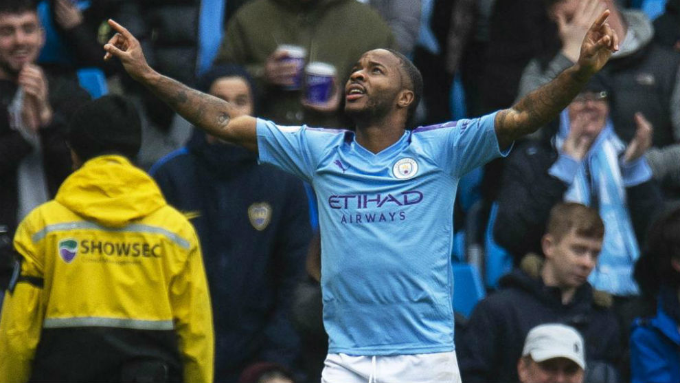 Sterling celebra un gol con el City.