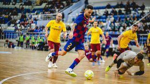 Aicardo (30) en el momento de marcar el gol de la victoria.